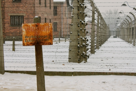 auschwitz warning sign